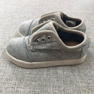 Toms slip on no lace sneakers 6/22